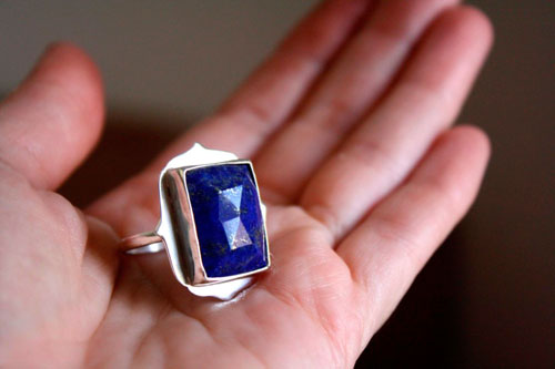 Cleopatra, egyptian ring in sterling silver and lapis lazuli
