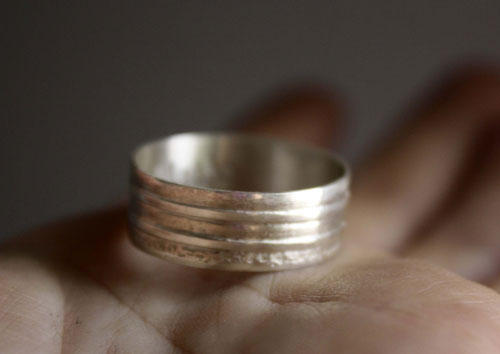 Duas Oras, personalized etched ring in sterling silver