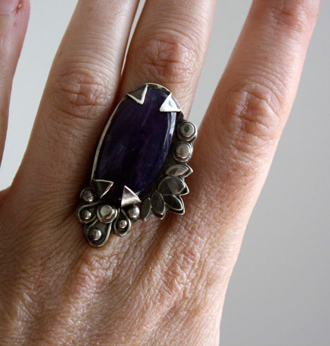 Huma, vegetable color ring in sterling silver and chalcedony