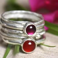Odissi, stacking rings in sterling silver, garnet and carnelian