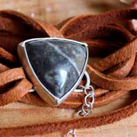 Sagar, character bracelet in sterling silver, leather and fossil agate