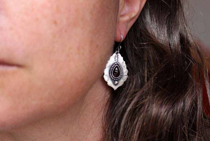 Adeona, roman antique architecture earrings in sterling silver and garnet