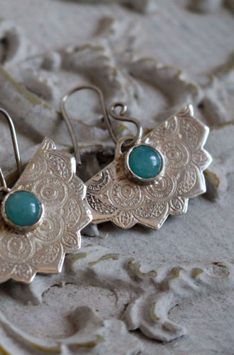 Doli, oriental earrings in sterling silver and amazonite