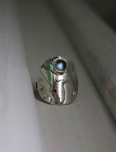 Free, eagle ring in sterling silver and blue zircon