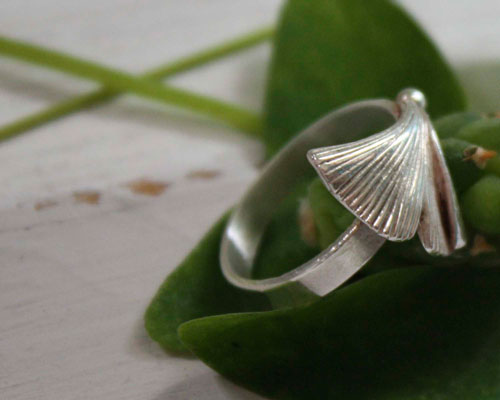 Icho, Ginkgo biloba leaf ring in sterling silver