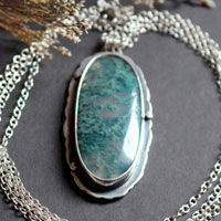 Love gives roots, romantic necklace in sterling silver and moss agate