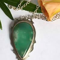 Memories, feathers necklace in sterling silver and chrysoprase