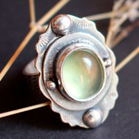 Moss poetry, flower ring in sterling silver and prehnite