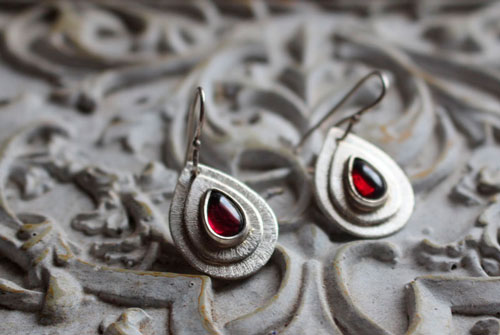 Scarlett, organic teardrop earrings in sterling silver and garnet