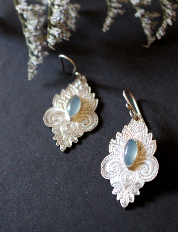 The color of water, oriental earrings in sterling silver and chalcedony