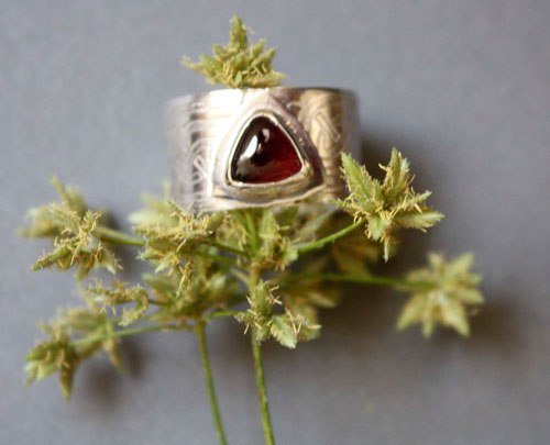 The Druid's ring, Celtic ring in sterling silver and garnet
