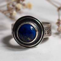 The reflection of the stars, botanical pattern ring in sterling silver and lapis lazuli