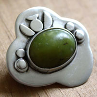 Under the fig tree, vegetal brooch in sterling silver and green aventurine