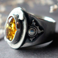A halo in the darkness, sun ring in sterling silver and Baltic amber