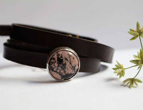 Almut, Nobility bracelet in sterling silver, leather and rhodonite