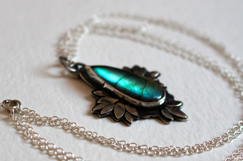 Boheme flower, blue flower necklace in sterling silver and labradorite