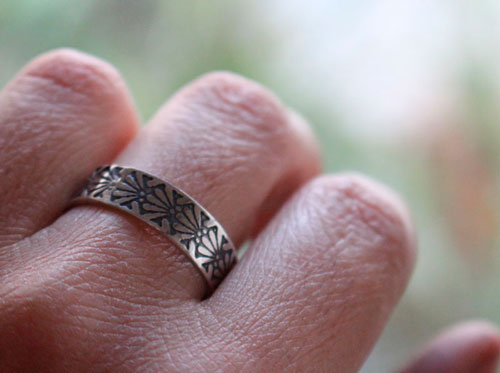 Dahlia, engraved flower ring in sterling silver