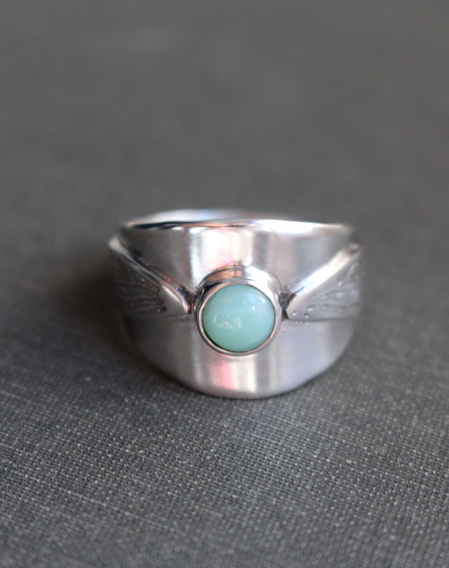Flapping wings, Harry Potter golden snitch ring in sterling silver and chrysoprase