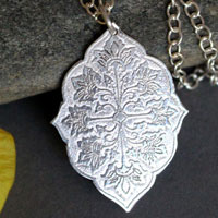 Flore, medieval flower necklace in sterling silver