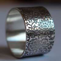 Forgotten garden, engraved flower ring in sterling silver