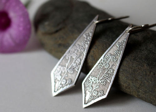Haruna, diamond shaped earrings with branches and flowers in sterling silver, Japanese pattern