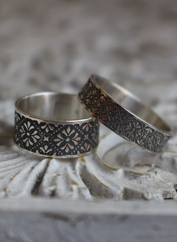 Helorian, engraved medieval flower ring in sterling silver