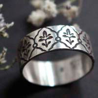 Iris, art nouveau engraved ring in sterling silver