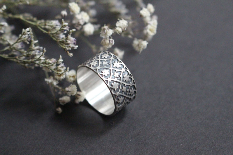 Ivy crown, links strength ring in sterling silver