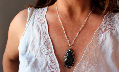 Moon ray, Game of light necklace in sterling silver and labradorite