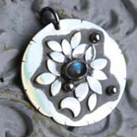 Moonlight waterlily, vegetal pendant in sterling silver and labradorite