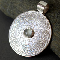 Odeline, medieval shield pendant in sterling silver and aquamarine