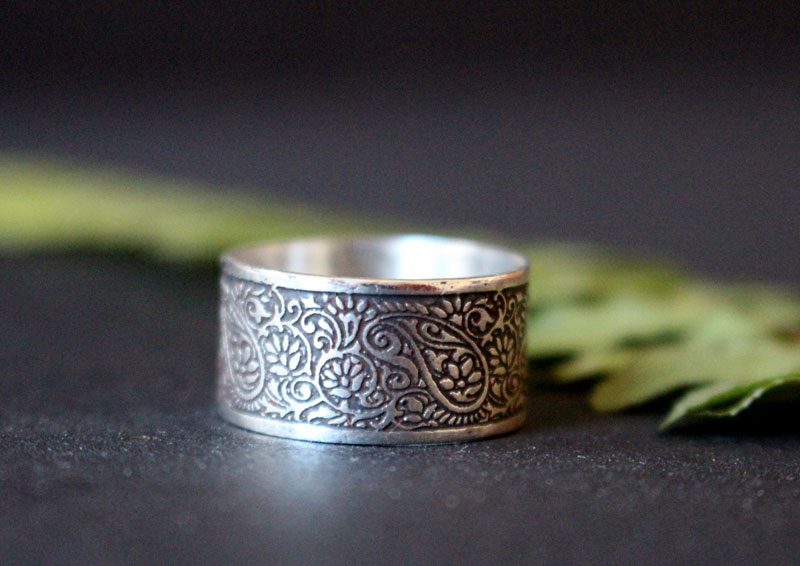 On the Silk Road, etched oriental cashmere ring in sterling silver