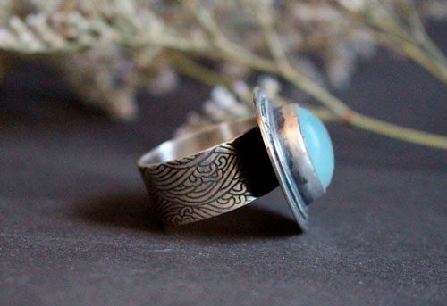 The blue color of waves, movement of the sea ring in sterling silver and fluorite