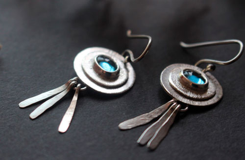 The blue of the sky, happiness earrings in sterling silver and spinel