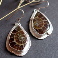 The breath of the sea, infinite earrings in sterling silver and fossil ammonite