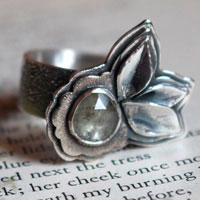 To bloom under the universe, flower and petal ring in sterling silver and corundum