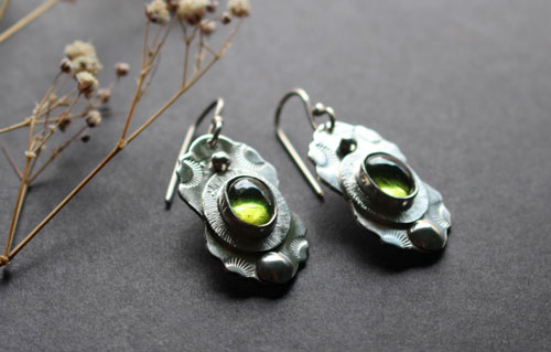 Woods under the stars, moon rays earrings in sterling silver and peridot